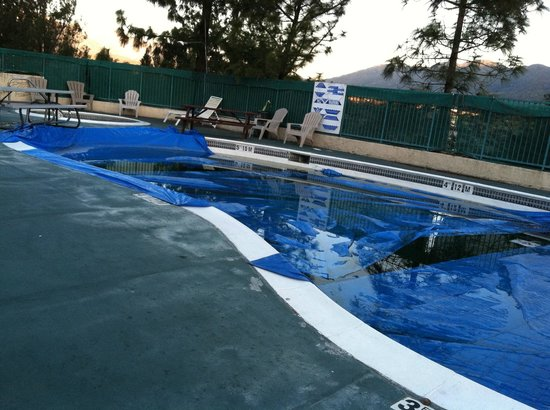 Hills Garden Hotel San Bernardino:                   Pool was out of service