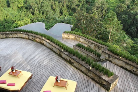 Infinity pool picture of hanging gardens of bali for Garden pool villa ubud
