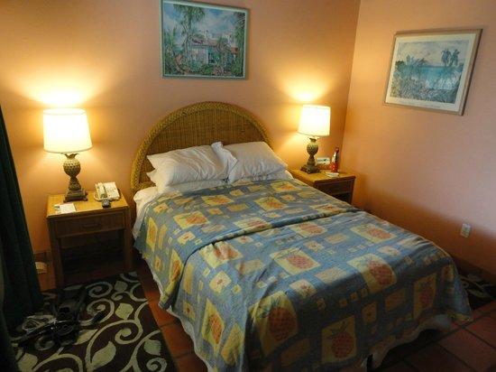 Pineapple Beach Club Antigua:                   Standard Room - bed