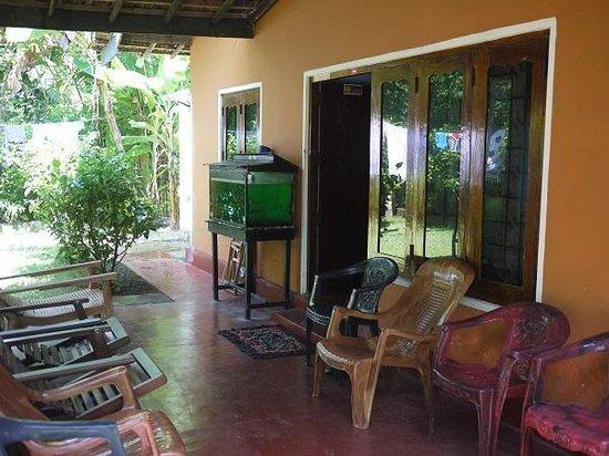 Plantation Surf Inn :                   One of many sitting areas