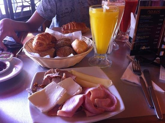 La Baguette:                   desayuno