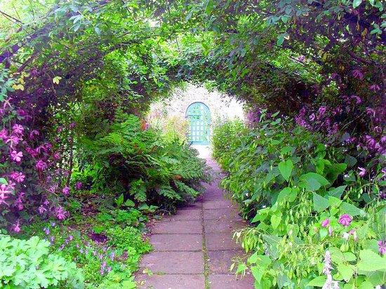 Preston Manor:                   Garden