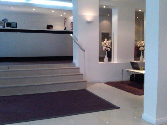 Rochester Hotel Concept:                   Recepción y hall de ingreso