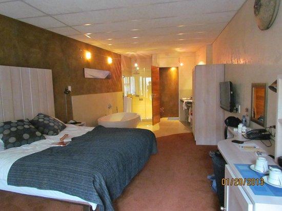 African Rock Hotel:                   room