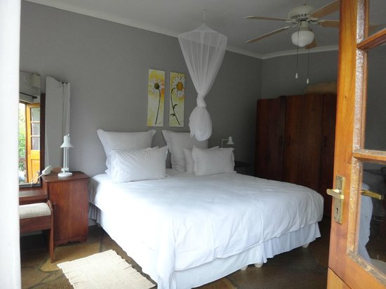 Arbor Guesthouse:                   Bed and wardrobe