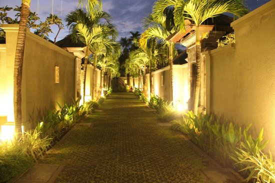 The Ulin Villas & Spa:                   Ulin by nite