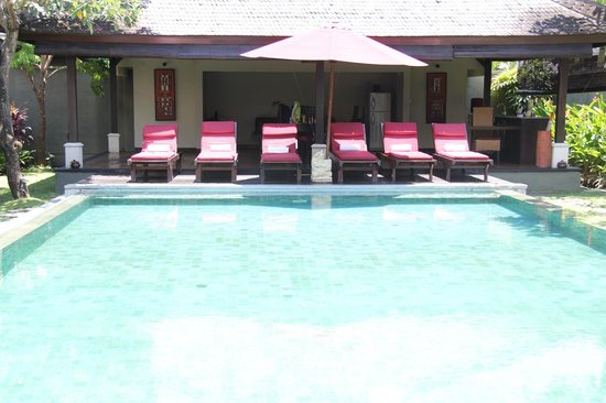 The Ulin Villas & Spa :                   3 bedroom villa - Pool & dining area