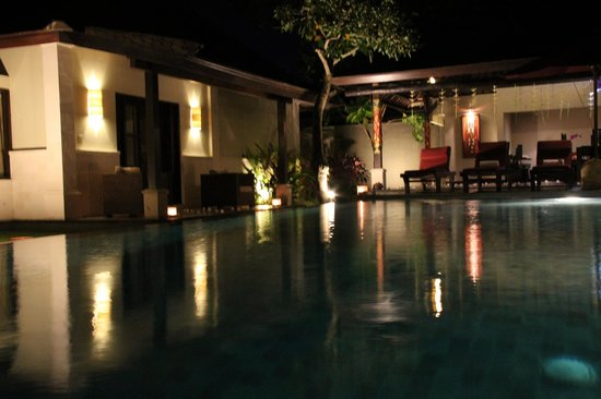 The Ulin Villas & Spa:                   Pool side - by nite