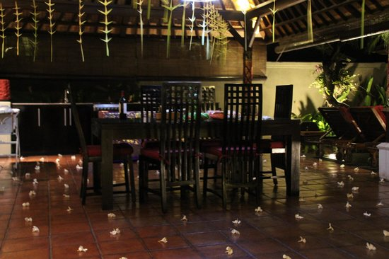 The Ulin Villas & Spa:                   Decorations - BBQ nite