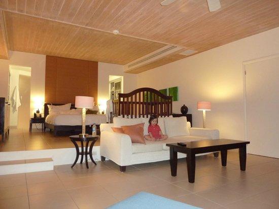 Carlisle Bay Antigua: Ocean Front Suite, notice sunken lounge area
