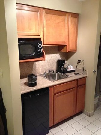 Red Roof Inn & Suites Herkimer:                   kitchenette