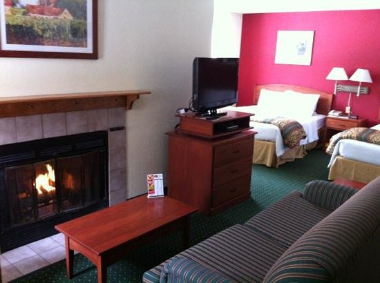Sonesta ES Suites Cleveland Westlake:                   Amazing gas fireplace in room. pinch me!