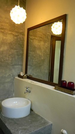 The Sundays Sanctuary Resort & Spa: Baño