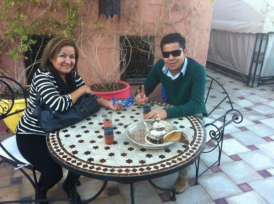 Riad Nesma:                   Terraza para tomar el desayuno