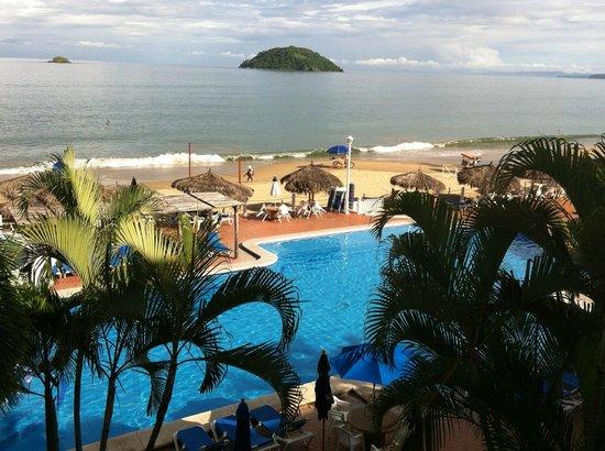 Casablanca Resort:                   alberca y mar
