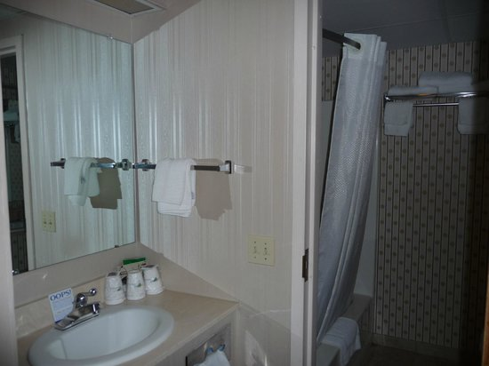 Howard Johnson Hotel South Portland: Two double bed room