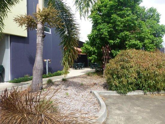 Brisbane International - Rocklea Motel: outside breakfast area