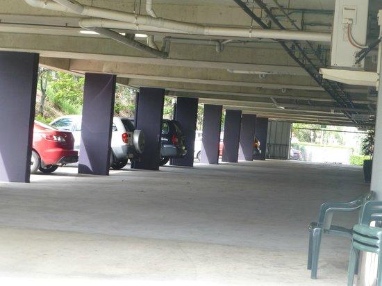 Brisbane International - Rocklea Motel: under cover carpark