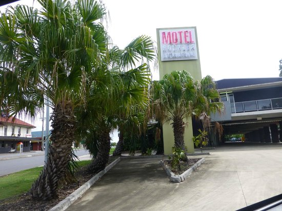 Rocklea International Motel : Front entrance