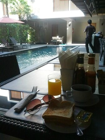 Siam Swana Hotel: Breakfast & The Pool