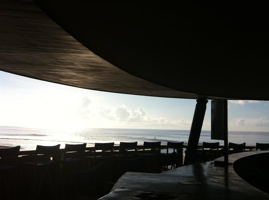 Komune Resort, Keramas Beach Bali:                   Great view of beach from bar.