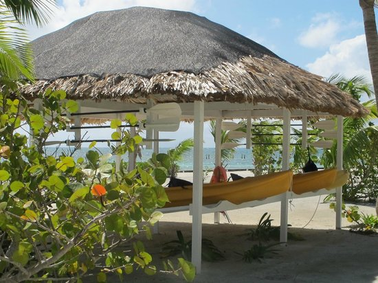 Turneffe Island Resort:                   Kayak palapa