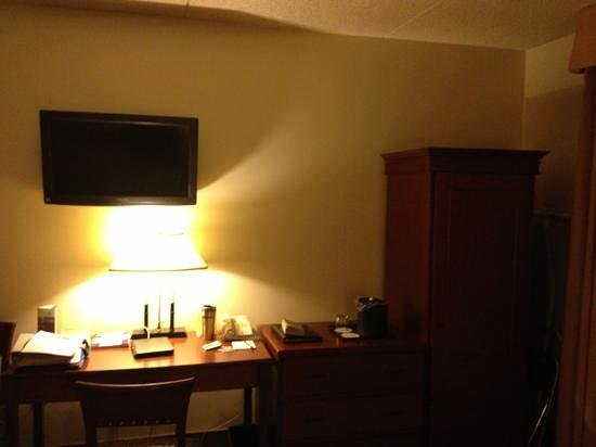Coast Wenatchee Center Hotel :                   flat screen TV