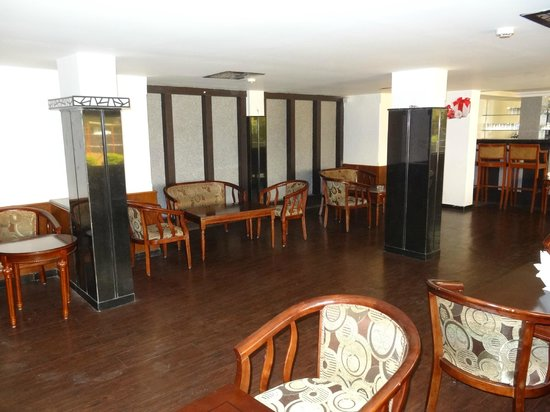 Prolific Inn Durga : Lounge Bar