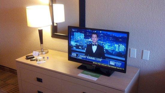 La Quinta Inn & Suites White Plains - Elmsford:                   37 inch TV