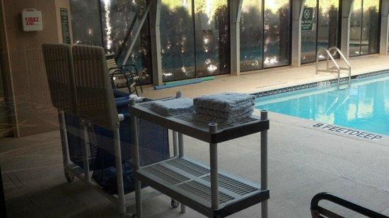 La Quinta Inn & Suites Elmsford:                   Pool Towel Set Up