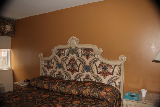 West Hartford Inn :                   French Provincial?