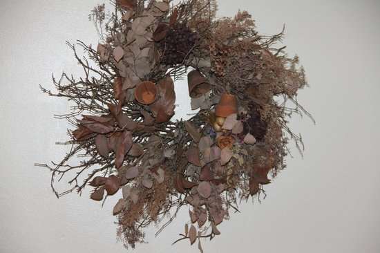 West Hartford Inn:                   Dusty wreath