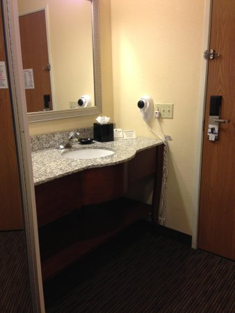 Holiday Inn Express Hotel and Suites Scottsdale - Old Town: Sink Outside Toilet/Tub Room