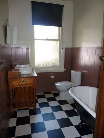Anchor Motel & Timaru Backpackers: 5 bedroom house bathroom