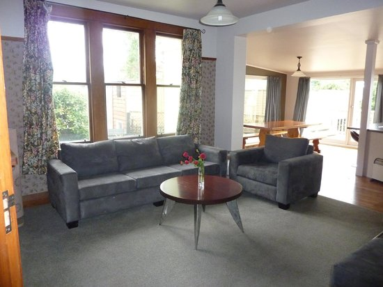 Anchor Motel & Timaru Backpackers: 5 bedroom house lounge