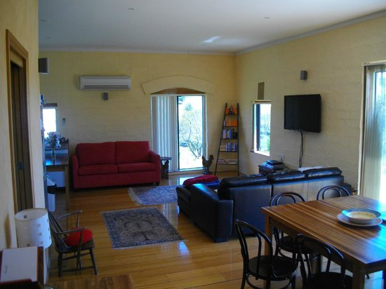 Cherry Top Accommodation: Inside Eagle Park sleeps 6 large kitchen and dining for 12