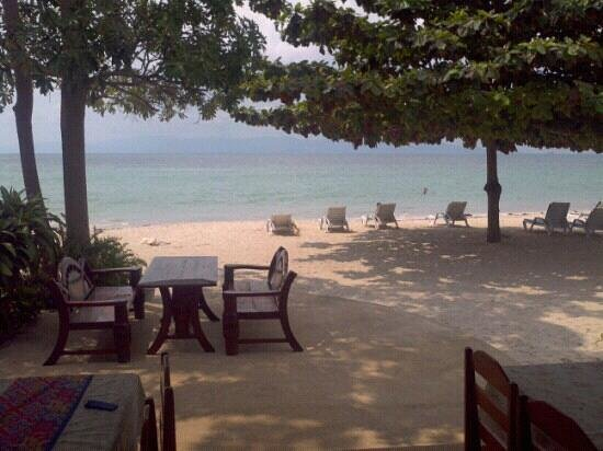 Rung Arun Resort:                   Comedor a la playa.