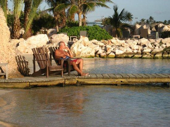 Baoase Luxury Resort:                   he....sunbathing