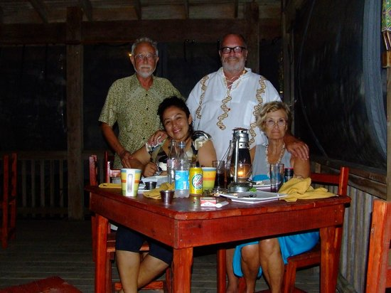 Port Side Restaurant and Bar: Great people on a beautiful full moon!!