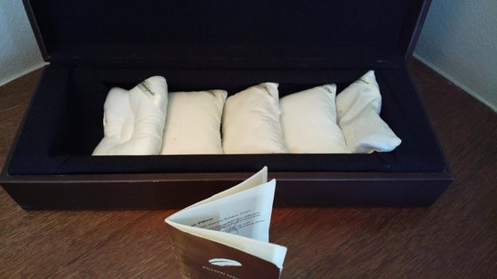 V Villas Hua Hin, MGallery by Sofitel: Pillow category