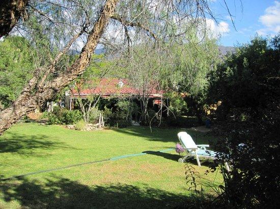 Tradouw Guest House:                                     The beautiful garden