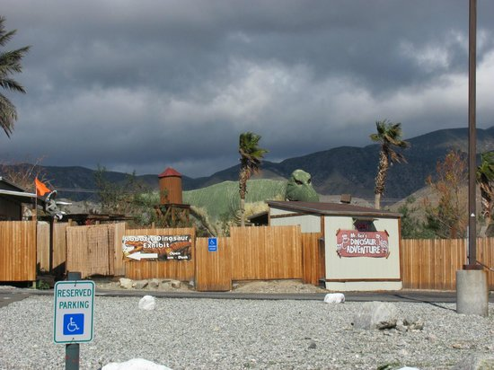 Cabazon Dinosaurs: Glad I stopped for pics.