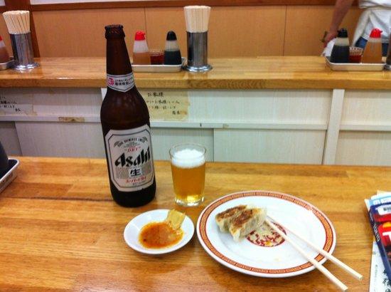 Kameido Gyoza Honten:                   first plate (pre-fork)