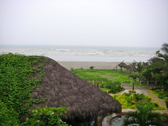 Canoa Beach Hotel:                   View of the beach from room 37