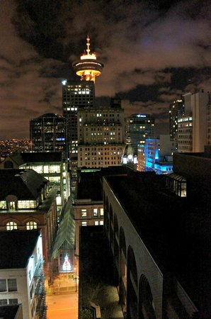 Auberge Vancouver Hotel :                   Our view from bedroom