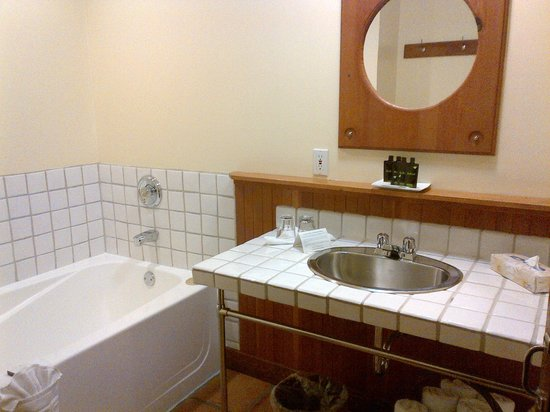 Middle Beach Lodge: Bathroom