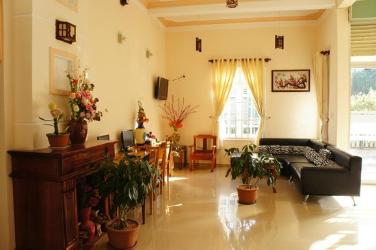 YK Home Villa: Lobby with free computer and internet