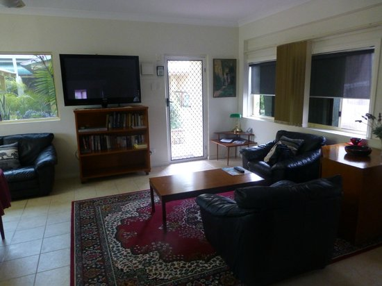 Bonville Lodge Bed and Breakfast: Large Televison gives excellent viewing..