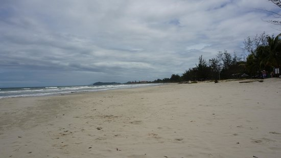 Nexus Resort & Spa Karambunai: lovely beach