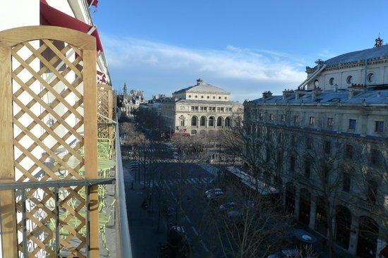 Hotel Britannique:                   Vue de notre petit balcon, minuscule et charmant